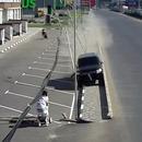 voiture-degomme-lampadaires