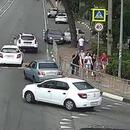 miniature pour Il s'endort au volant de sa voiture et fonce sur un groupe de personnes