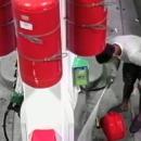 miniature pour Un homme essaye de mettre le feu à une station d'essence