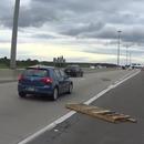 motard-palettes-volantes-autoroute
