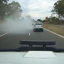 miniature pour Une voiture disparaît derrière une fumée blanche