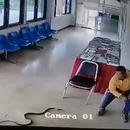 serpent-attaque-homme-commissariat