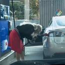 blonde-essence-voiture-electrique