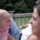 miniature pour Un bébé grogne sur sa tante