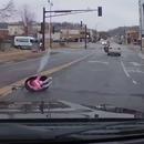 enfant-siege-tomber-voiture