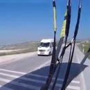 parapentiste-camion-route
