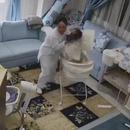 Un bébé sauvé avant l'effondrement du plafond