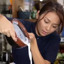 regard-pervers-cuisine-eclaboussure-lait