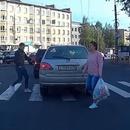 rentrer-voiture-traverser-passage-pieton