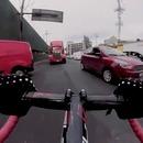 cycliste-roule-contre-sens-voitures