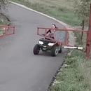 quad-mere-enfants-barriere