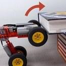 Faire grimper des obstacles à une voiture Lego