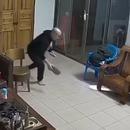 Un homme tue un rat avec un coup de claquette