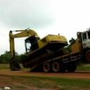 descendre-une-pelleteuse-camion