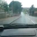 voiture-flaque-arret-bus