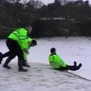 policiers-luge-bouclier