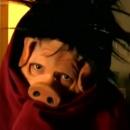un-fils-fait-peur-a-son-pere-deguise-en-cochon