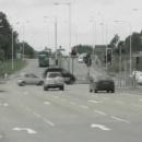 voiture-grille-feu-carrefour