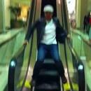 miniature pour Descendre un escalator avec style