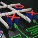 miniature pour Morpion avec des dominos qui tombent