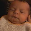 miniature pour Bébé vomit par le nez !