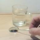 miniature pour Cuillère en gallium fond dans l'eau chaude