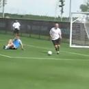 miniature pour Zidane ridiculise un jeune gardien
