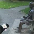 chien-statue-baton
