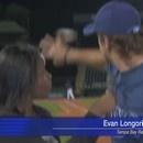 miniature pour Evan Longoria sauve une journaliste d'une balle de baseball