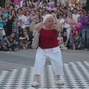 mamie-danse-techno