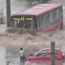 miniature pour Bus qui traverse une inondation
