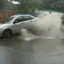 miniature pour Un geyser soulève une voiture