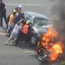 miniature pour Un homme sauvé d'une voiture en feu