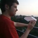 avion-papier-balcon-poubelle