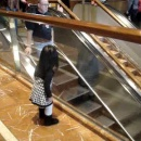 petite-fille-au-revoir-escalator