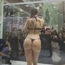 fille-douche-public