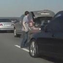 miniature pour Un homme percuté par une voiture sur l'autoroute