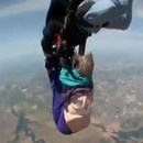 grand-mere-parachute-passe-mal