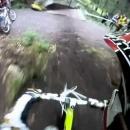 miniature pour Doubler un vélo en descente de forêt