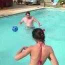 pet-foireux-piscine