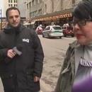 femme-interromp-journaliste-cracher