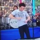 miniature pour Le chanteur de Train dédicace et donne son t-shirt