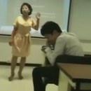 prof-thailandaise-detruit-telephone-eleve
