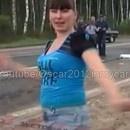 miniature pour Elle danse devant le corps de ses victimes
