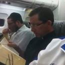 miniature pour C'est un noir, un prêtre, et un rabbin dans un avion..