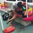 miniature pour Un vieux mord un jeune jusqu'au sang dans le métro Chinois