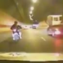miniature pour Course poursuite entre la police et une moto