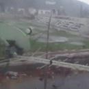 miniature pour Une tornade détruit partiellement un stade