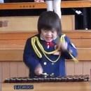 miniature pour Petite fille japonaise excitée au Xylophone