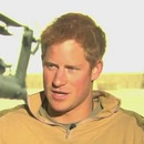 prince-harry-soldat-court-camionette-glaces